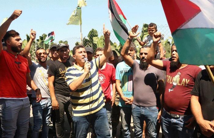 """إضراب شامل للفلسطينيين في صور ضد قرار """"العمل"""""""