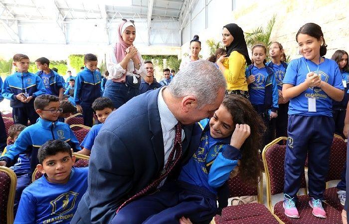 فلسطين | اشتية: الرئيس عباس يعمل جاهداً لتحقيق المصالحة ورفع الحصار عن غزة