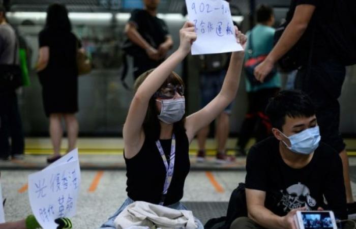 طلاب هونغ كونغ يقاطعون الدراسة