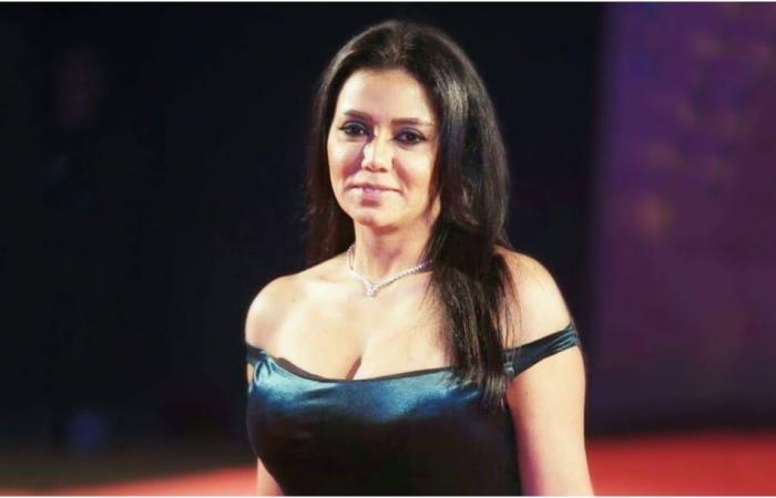 رانيا يوسف بدون حمالة صدر وفستان مكشوف في مهرجان الجونة 2019