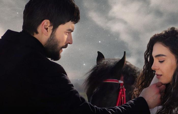 """زهرة الثالوث يتعرض لهجوم بسبب """"أطول قبلة في تاريخ الدراما التركية""""!"""