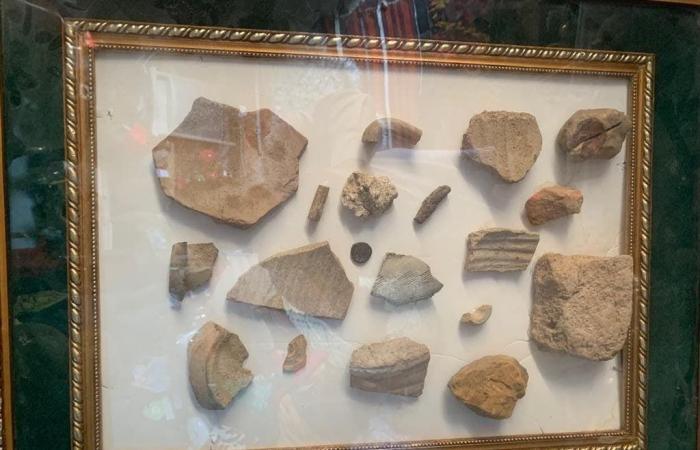 الخليح   سعودي يعرض قطعاً أثرية عمرها 2000 عام .. وهذه قصته