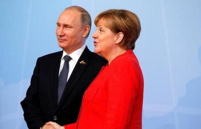 سوريا | بوتين وميركل يؤكدان أهمية عودة اللاجئين السوريين