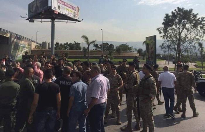 احتجاج في المطار لاستعادة الاموال المنهوبة من السوق الحرة