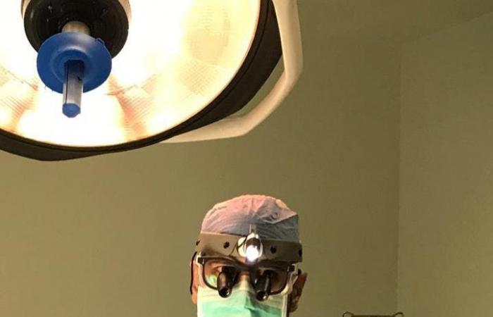 الخليح | قصة طبيب سعودي درب معلمه الأميركي في جراحة الأعصاب الطرفية