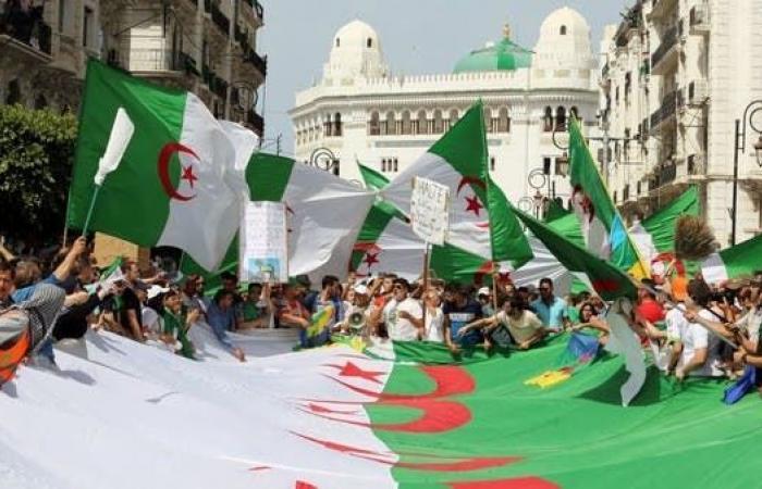 محكمة جزائرية تقضي بسجن 21 محتجا