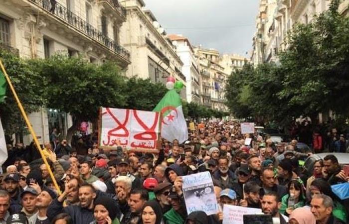 2000 طالب يتظاهرون ضد الانتخابات في الجزائر