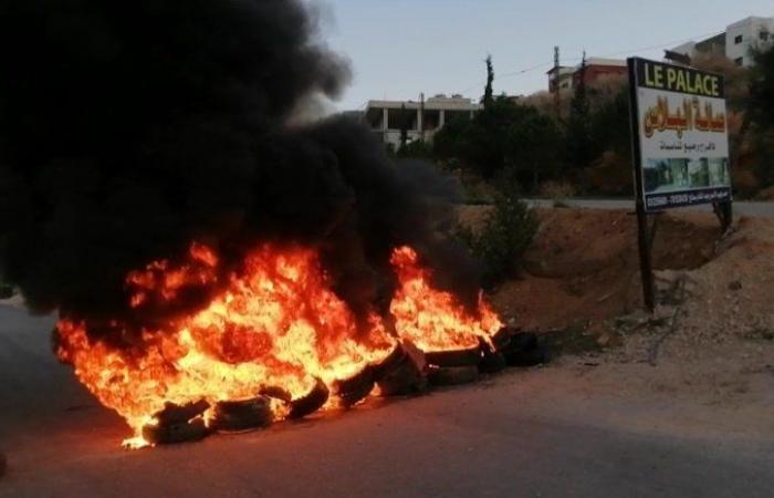 """""""حراس المنية"""" يقطعون الطرق ويغلقون مرافق عامة"""