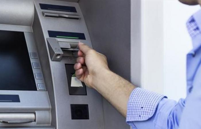 رغم الإضراب.. ماكينات الصرف الآلي ستزود بالنقد