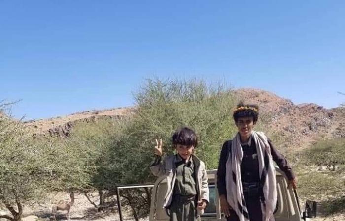 """اليمن   صور.. يمني يسقط """"درون"""" حوثية بسلاحه الشخصي"""