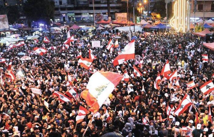 """المعتصمون في ساحة النور: """"طرابلس قلعة الصمود"""""""