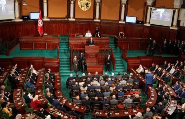 برلمان تونس يبدأ أولى جلساته..وهوية غامضة للرئيس