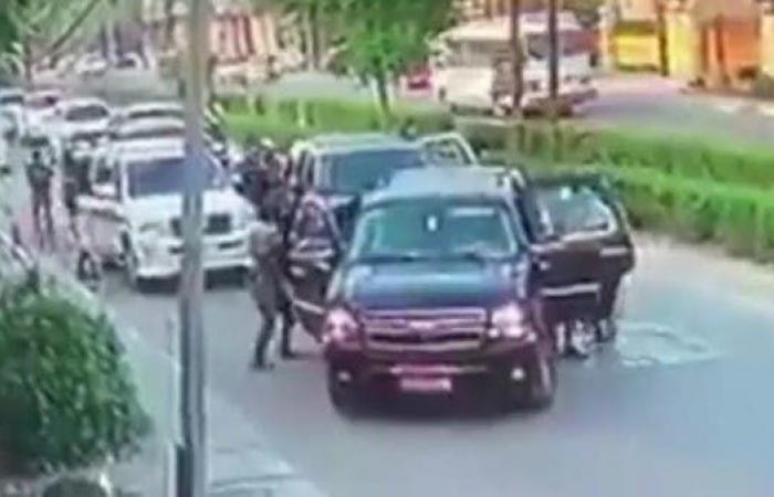 العراق   شاهد.. لحظة اختطاف مسؤول في وزارة الداخلية العراقية