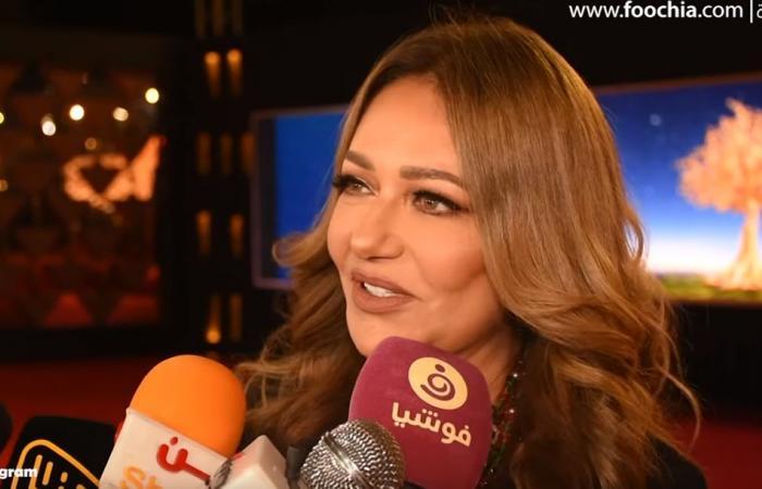 ليلى علوي عن أناقتها: اللي في القلب هو اللي بيبان.. وملابسي من دولابي!