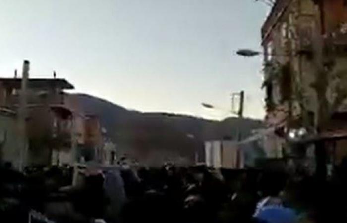 إيران | شاهد.. تشييع عتال كردي يتحول لمظاهرة ضد خامنئي
