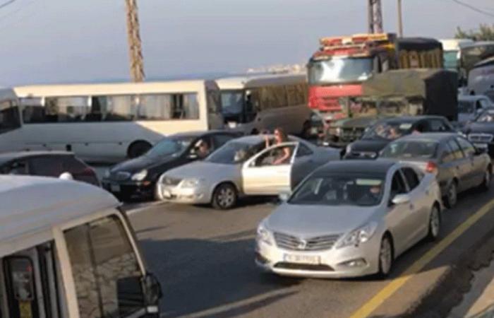 على حاجز المدفون.. منع متظاهرين من التوجّه إلى بيروت (فيديو)