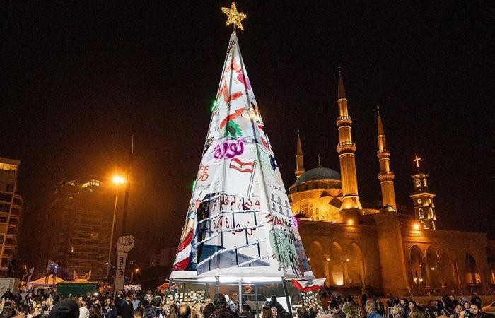 """إضاءة شجرة ميلاد في ساحة الشهداء بـ """"صفر ميزانية""""!"""