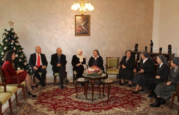 بهية الحريري جالت مهنئةً بالميلاد: ليحمل الاستقرار للبنان