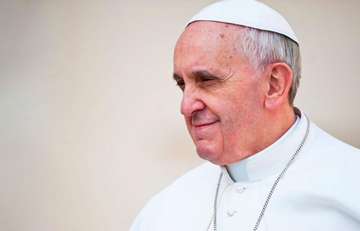 البابا فرنسيس: لإيجاد مخرج للأزمة في لبنان