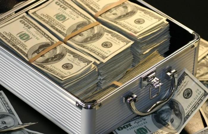 تحويلات مصرفية لـ9 سياسيين بمليارات الدولارات.. والبرلمان السويسري يحقق فيها