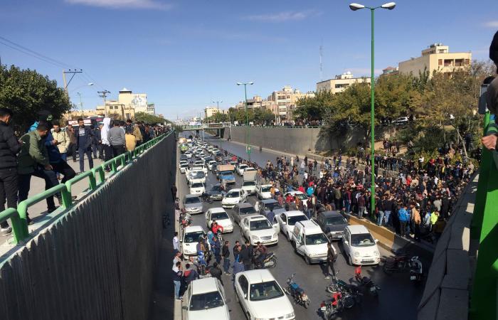 إيران   خامنئي يمنع استجواب وزير الداخلية حول قتلى الاحتجاجات