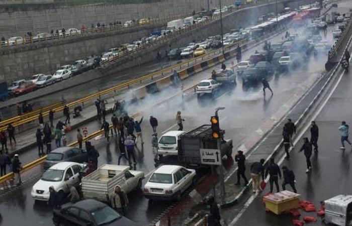 إيران   إيران تقطع الإنترنت تحسباً لموجة احتجاجات جديدة