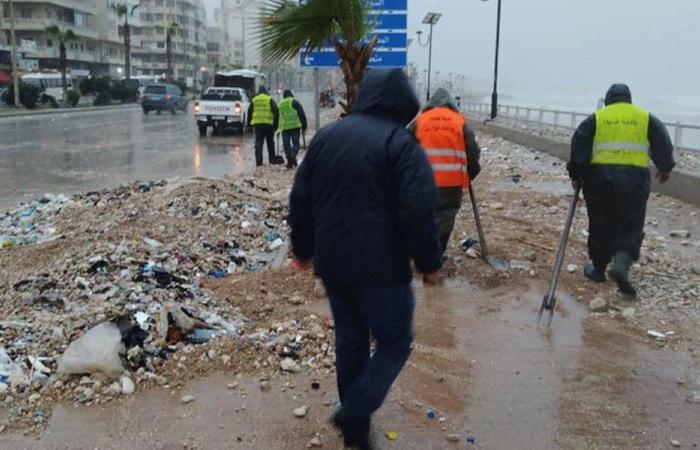 """فرق بلدية صيدا تلملم أضرار العاصفة """"لولو"""""""