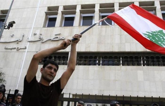 سماسرة و 'زومبي بنك'.. ما يجري في المصارف اللبنانية كُشف!