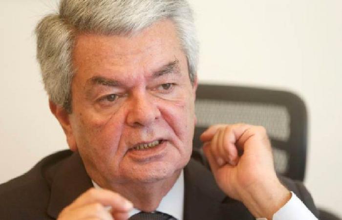 الأشقر: لدمج وزارتي السياحة والخارجية