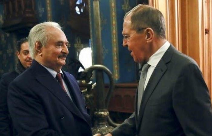 المكان مجهول.. حفتر يبحث أزمة ليبيا مع وزير الدفاع الروسي
