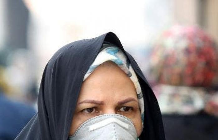 إيران   فيديو لمقابر جماعية لضحايا كورونا بإيران.. بجوار البيوت