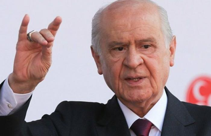 """سوريا   زعيم القوميين الأتراك : إن لم تنجح الجهود الدبلوماسية فعلى الجيش التركي التوجه لدمشق و وضع """" شوال """" على رأس الأسد المتوحش (فيديو)"""