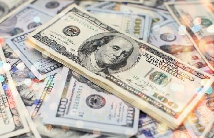 """أزمة السيولة بالدولار تتفاقم... و""""المركزي"""" قائم على """"الأربعة"""""""