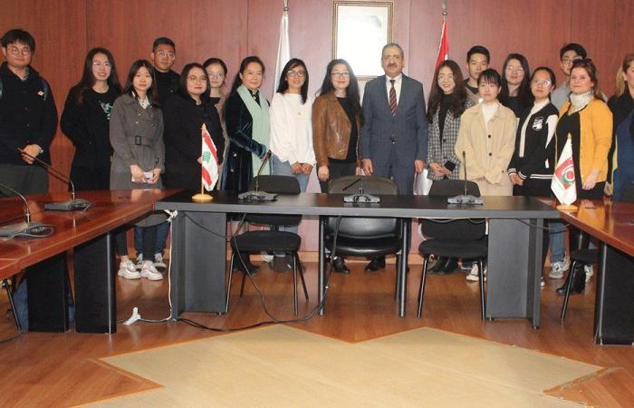 """أيوب استقبل طلابا صينيين في """"اللبنانية"""": نعتذر عن أي إساءة"""