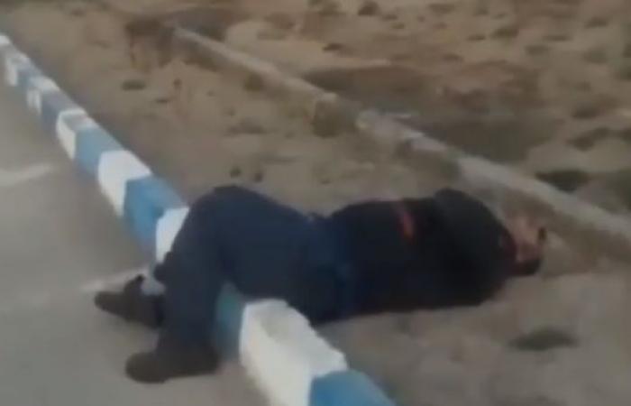 إيران | مشهد مروع لمصاب بكورونا في أحد شوارع إيران (فيديو)