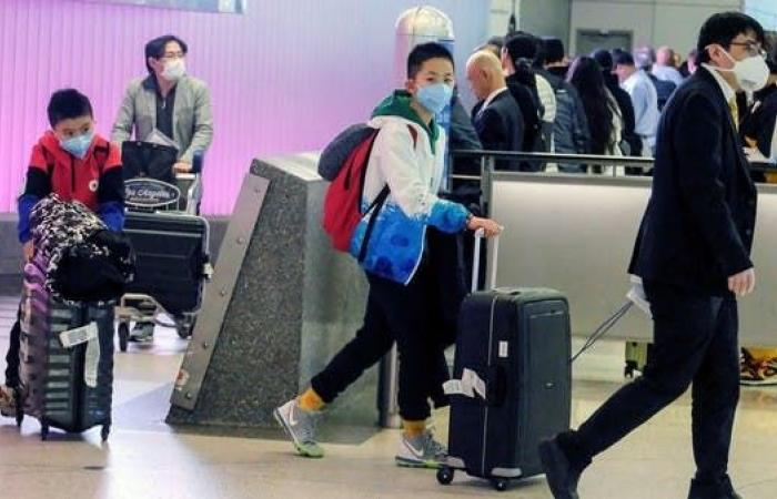 الخليج | الإمارات تدعو المواطنين والمقيمين لتجنب السفر بسبب كورونا