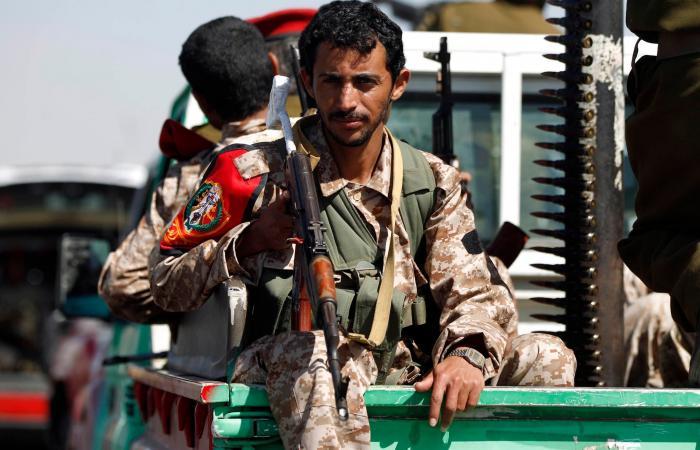 اليمن   مدارس صنعاء تحت حكم الحوثي.. طلاب إلى جبهات القتال