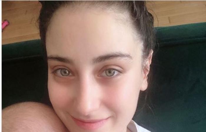 هازال كايا ترد بقسوة على الإهانات بسبب صورتها مع طفلها!