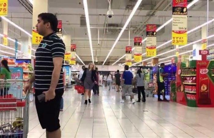 الخليج | الإمارات: السماح لمنافذ بيع الغذاء والدواء بالعمل 24 ساعة