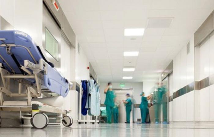 مستشفى المعونات: وفاة شخص مصاب بكورونا ومغادرة 6 آخرين