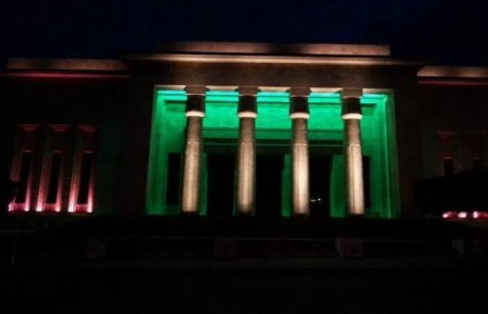 إضاءة المتحف الوطني بألوان العلم اللبناني لدعم المواطنين في العزل المنزلي