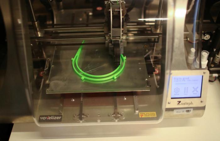 مكتبات تلجأ إلى طباعة الـ3D للأقنعة الواقية من كورونا