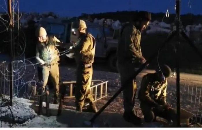 الجيش الإسرائيلي يرمم الثغرة في السياج عند الحدود مع ميس الجبل