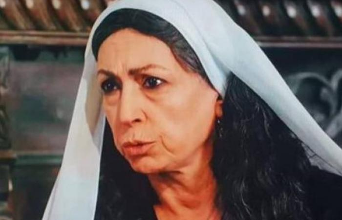 """هيفاء واصف تخطف الأنظار في """"سوق الحرير"""".. شقيقة منى واصف وجدة دانا جبر!"""