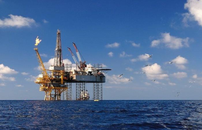"""الإمساك برأس خيط """"النفط بالبحر"""" أثقل مما يظنّه البعض"""