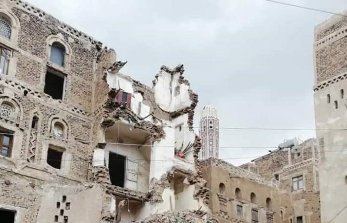 اليمن   صور محزنة.. انهيار منازل أثرية في صنعاء بسبب الأمطار