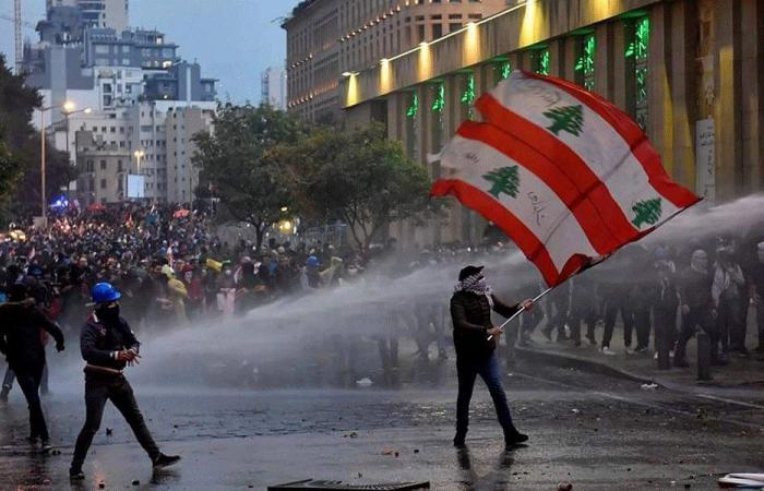 ثلاثة أوهام تُكبِّل انتفاضة اللبنانيين