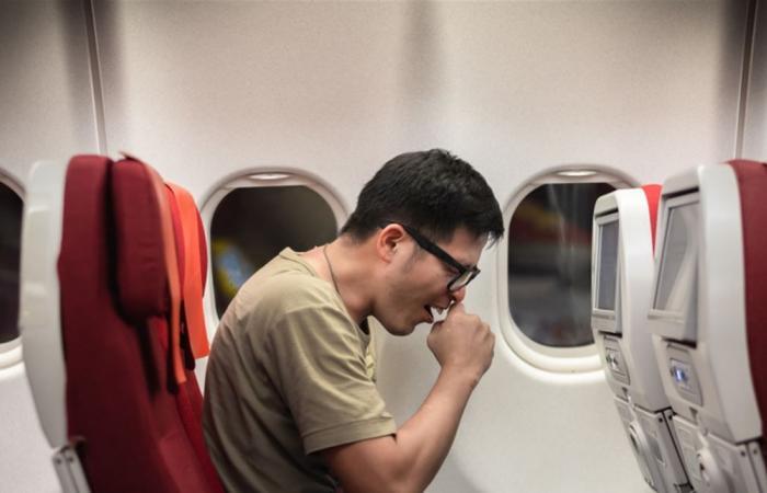هل يمكن لسعال راكب واحد مصاب بكورونا تلويث هواء الطائرة بالكامل؟