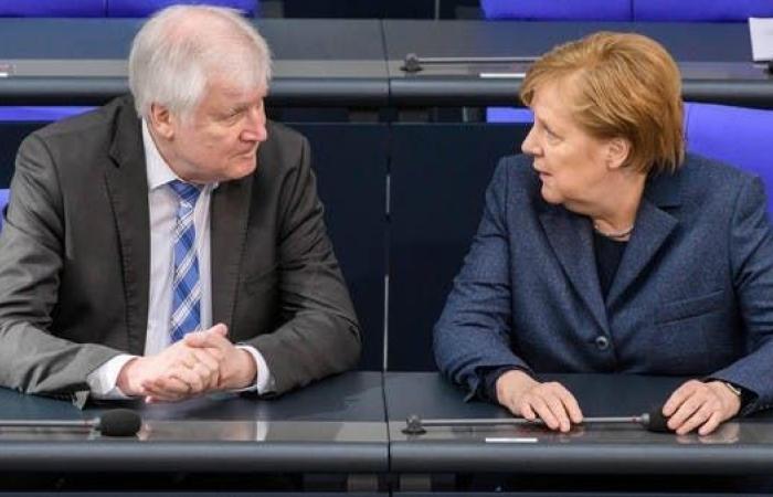 وزير الداخلية الألماني يدعم استئناف مسابقة الدوري