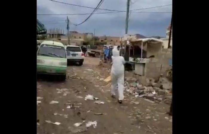 اليمن | شاهد.. بالكلاشنكوف يجلب الحوثيون المشتبه بإصابتهم بكورونا